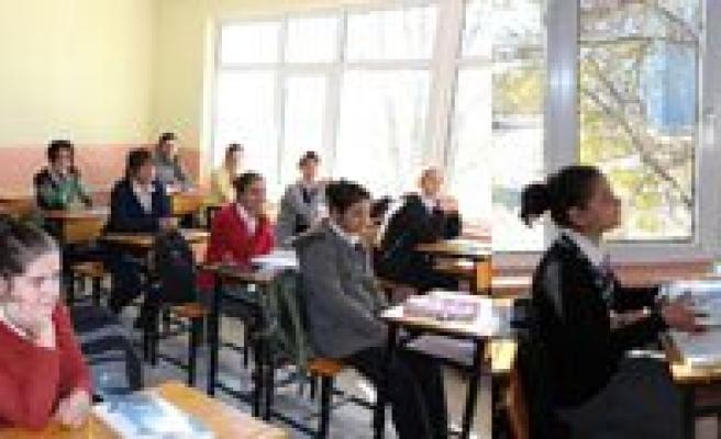 Kaymakam Erat'dan Ögrencilere Üniversiteye Hazirlik Destegi