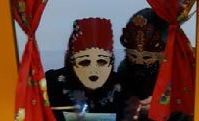 Kmü Anaokulunda Anneyle Babanin Karagöz-Hacivat Gösterisi