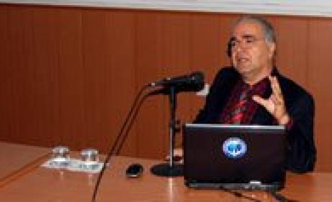 Prof. Dr. Mahmut Tekin, KMÜ'lü Ögrencilere Zaman Yolcululugu Yaptirdi