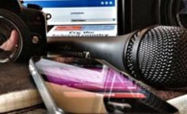 Gazeteci Ve Milletvekilline Yipranma Hakki