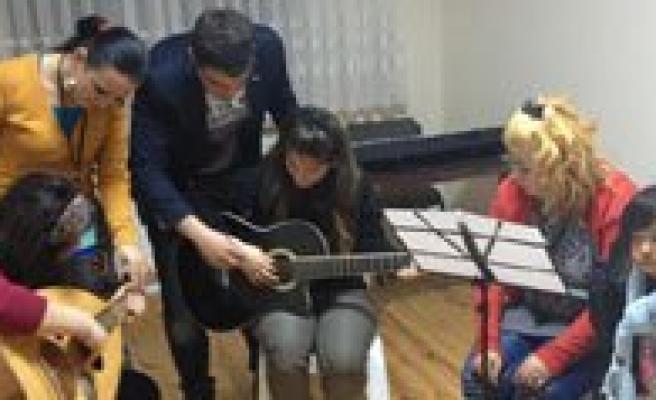Gençlik Merkezi Suriyeli Mültecilere Kucak Açti