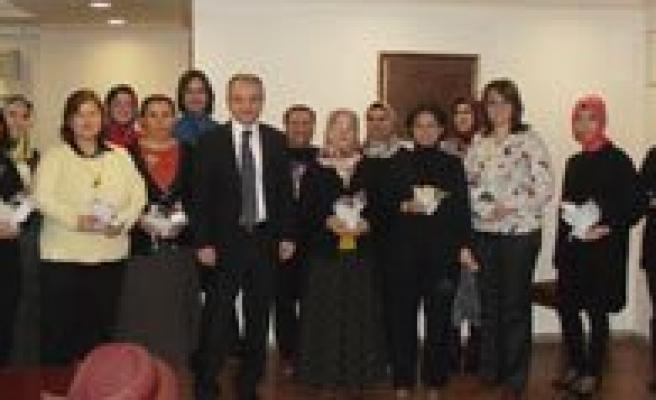 SGK Il Müdürü Akdere: Her Alanda Desteklerini Gördügümüz Bayanlarimizin Günü Kutlu Olsun