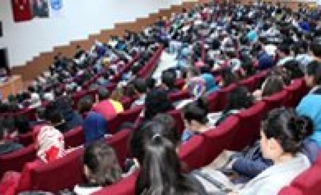 KMÜ'de Edebiyat ve Bilgelik Söylesisi Yapildi