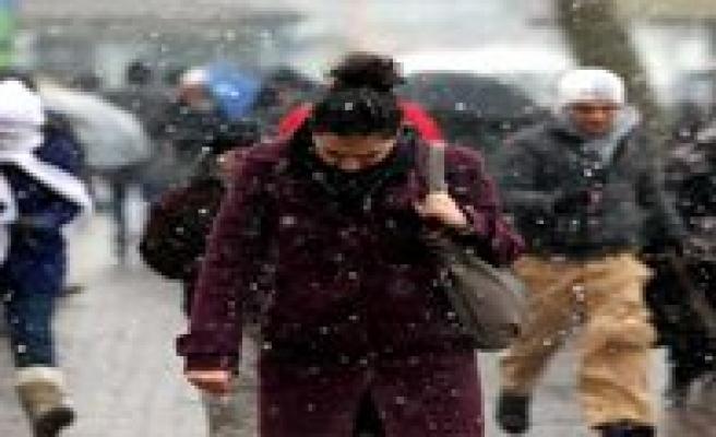 Meteroloji Uyardi: Kar Geliyor. Sicaklik Düsüyor