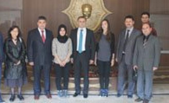 Sultanoglu: `Okullarimiz Ülkeler Arasi Dostluk Ve Baris Köprüleri Kuruyor`