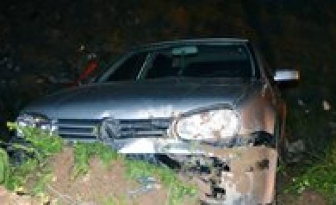 Otomobil Kontrolden Çikti: 1 Yarali