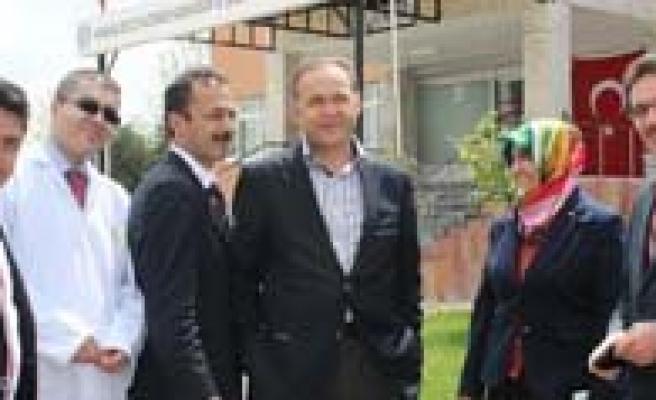 Milletvekili Akgün, Hastanede Yatan Çocuklarin Bayramini Kutladi