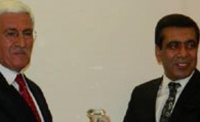 Vali Murat Koca`ya `Yilin Valisi` Ödülü