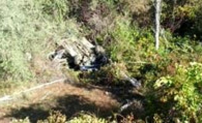 Otomobil Uçuruma Yuvarlandi: 3 Ögretmen Yarali