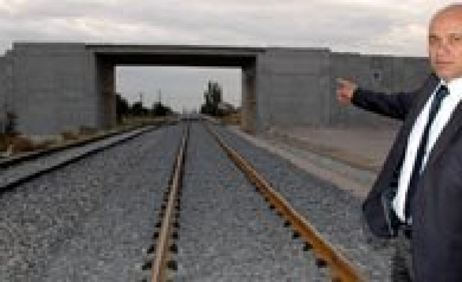 Karaman'da Hizli Tren Çalismalari Devam Ediyor