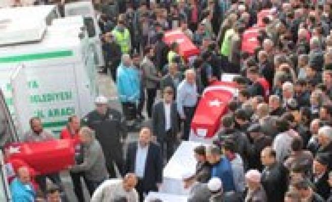 Madencilerin Cenazeleri Camiye Getirildi