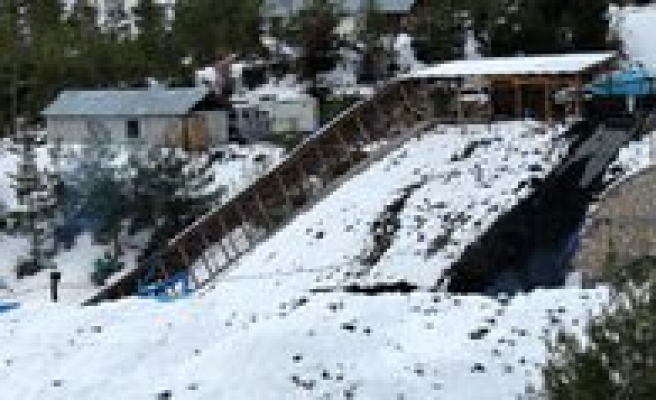 Maden Faciasinda Mahsur Kalan Sekiz Isçiye Hâla Ulasilamadi