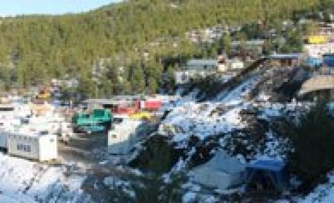 Madende Mahsur Kalan 8 Isçiyi Arama Çalismalari Sürüyor