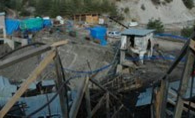 18 Isçiye Mezar Olan Maden Sessizlige Büründü