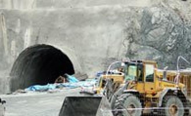 Milletvekili Akgün: Kus Yuvasi Tüneli Mayis 2015'de Ulasima Açilacak