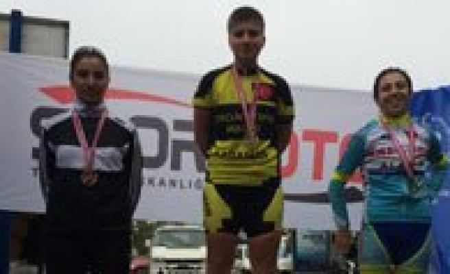 Karaman Bayan Bisiklet Takimi Türkiye'de 1 Numara