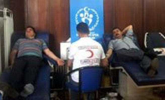 Gençlik Merkezi'nden Kan Bagisi Kampanyasi