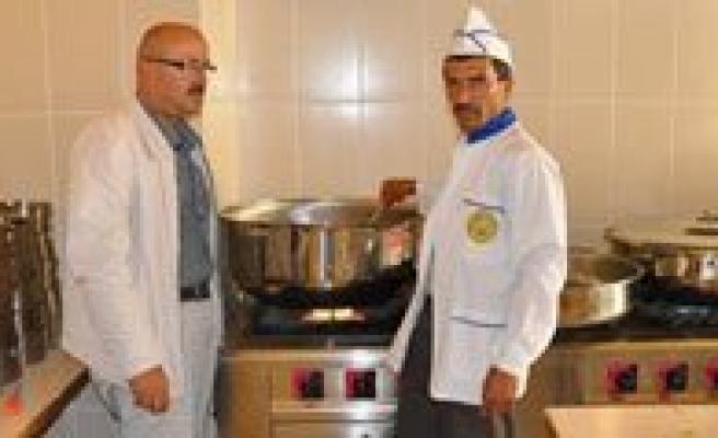 Sariveliler Belediyesi'nden Yasli Ve Kimsesizlere Sicak Yemek