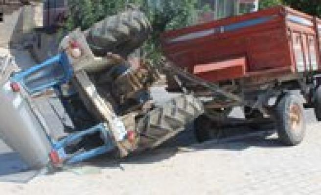 Traktör Devrildi: 2 Yarali