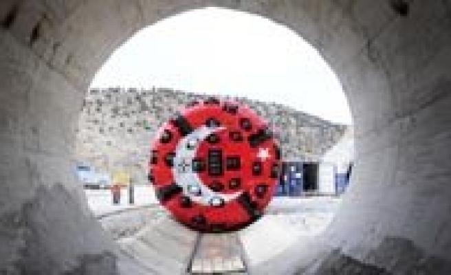 """Bakan Eroglu: """"Yüz Yillik Rüya Mavi Tüneli Gerçege Dönüstürdük"""""""