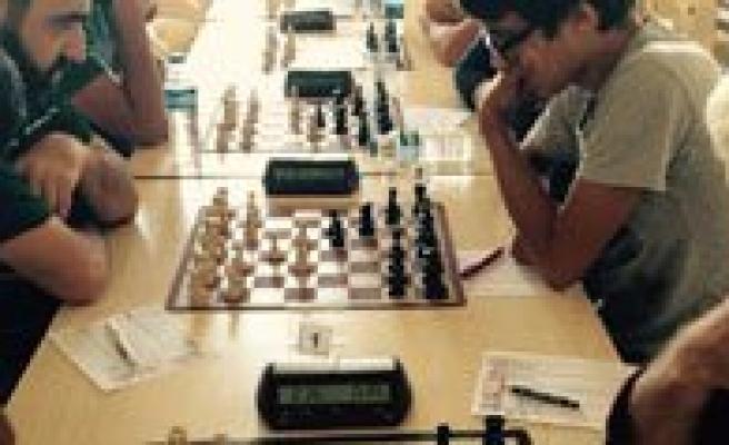 Karaman'da Zafer Kupasi Satranç Turnuvasi Yapildi