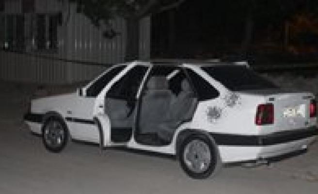 Otomobile Ates Açildi: 4 Yarali