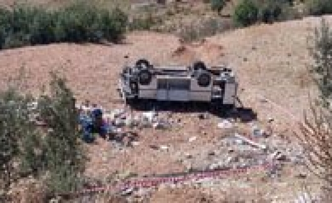 Isçileri Tasiyan Midibüs Uçuruma Yuvarlandi: 1 Ölü, 23 Yarali