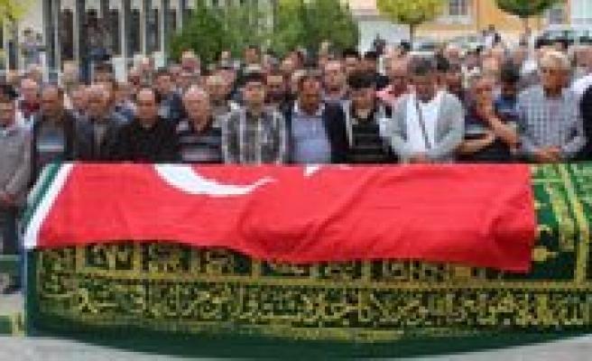 Ankara'daki Patlamada Hayatini Kaybeden Nevzat Sayan Topraga Verildi