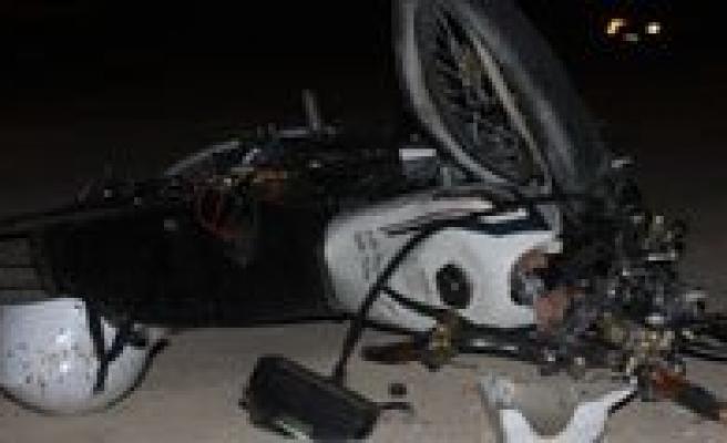Motosikletler Is Makinesine Çarpti: 1 Ölü, 1 Yarali