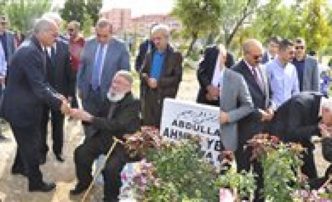 Ahmet Yenilmez Mezari Basinda Anildi