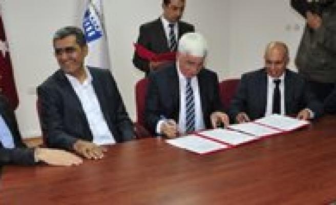 Yeni Okullar Için Imzalar Atildi