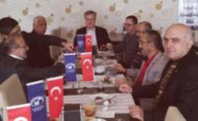 Karaman SMMM Odasi, Emekli Üyeleriyle Kahvalti'da Bulustu