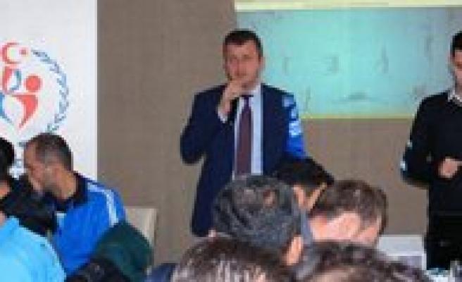 Karaman'da Okul Sporlari Bilgilendirme Toplantisi Yapildi