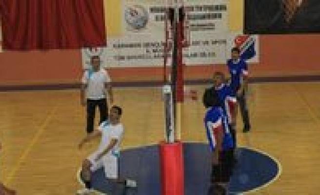 Ögretmenler Günü Voleybol Turnuvasi Basladi