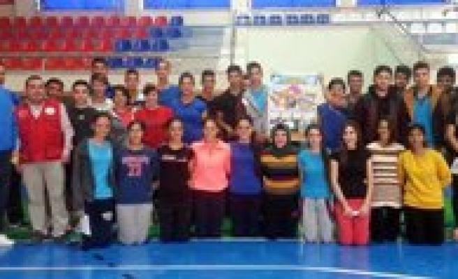 Karaman Gençlik Merkezi Kulüp Çalismalari Tüm Hiziyla Devam Ediyor