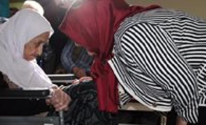 Huzurevinde Asirlik Yaslimizin Dogum Günü Kutlandi