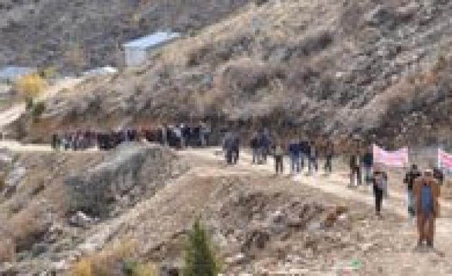 Sariveliler'de Doga Yürüyüsü Yapildi