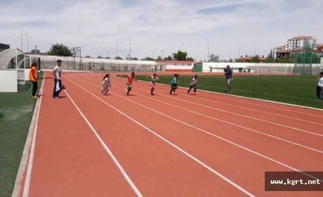Minik Atletler 23 Nisan İçin Koştu