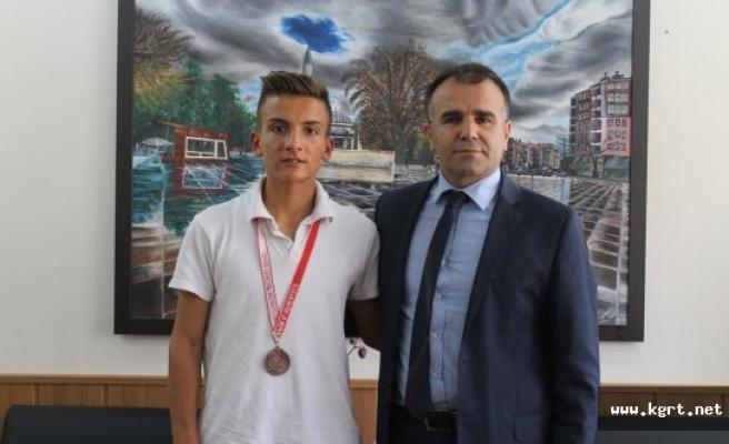 Başarılı Atlet Sultanoğlu'nu Ziyaret Etti