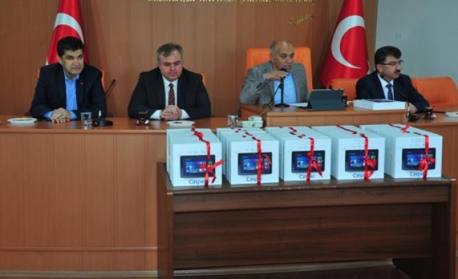 Karaman Belediyesi'nden Muhtarlara Tablet Bilgisayar