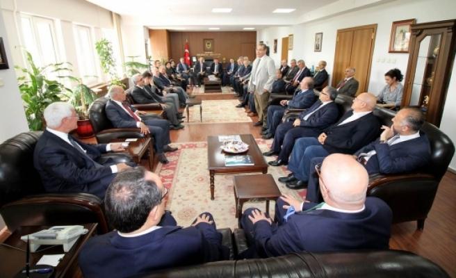 Türk Dünyası Mühendisler Ve Mimarlar Birliği Başkanı Ve Üyelerinden Vali Koca' Ya Nezaket Ziyareti