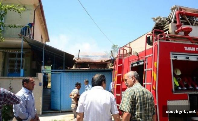 Karaman'da Çıkan Ev Yangınında Bir Genç, Yanarak Yaralandı