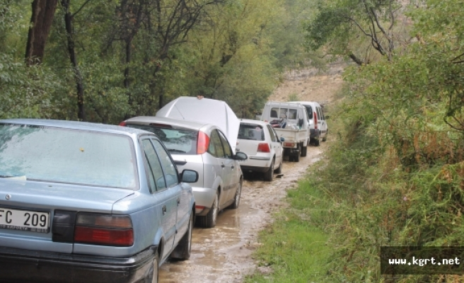 Heyelandan Kapanan Köy Yolu Ulaşıma Açıldı