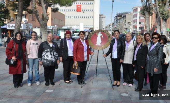 Türk Kadın Birliği Çelenk Koydu