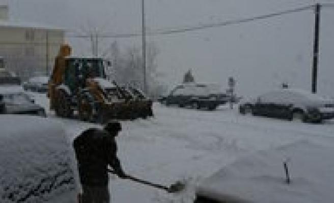 Yogun Kar Karaman`in Yüksek Kesimlerinde Etkili Oluyor