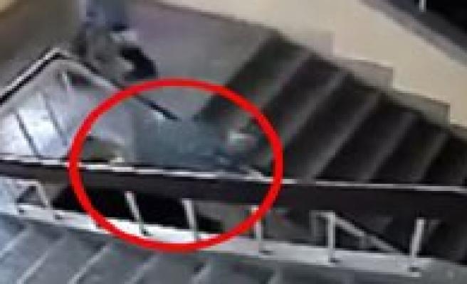 Ögrencinin Merdiven Bosluguna Düsme Görüntüsüne Sorusturma