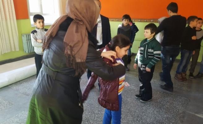 Gönüllüler, Minik Yürekleri Isıttı