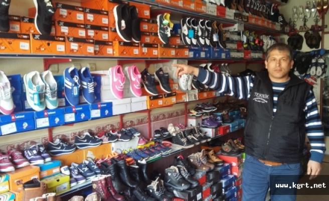 Hırsızlar Para Bulamayınca 50 Çift Ayakkabı Çaldı