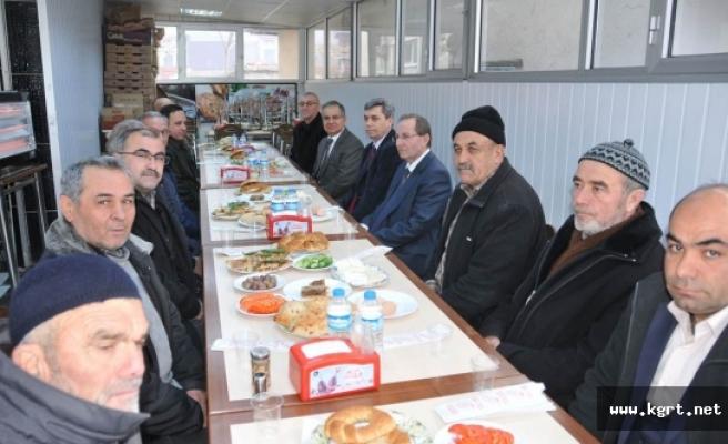 Vali Tapsız Larende Mahallesi Muhtarlığı İle Kahvaltıda Bir Araya Geldi