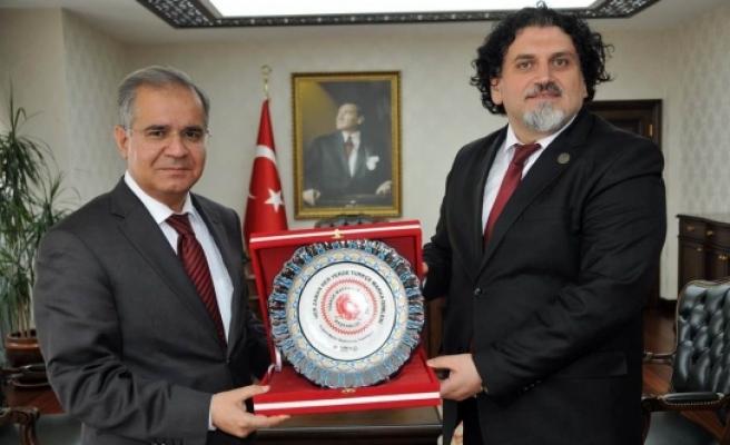 İsim Enstitüsü Derneği Başkanı Kamber'den Vali Tapsız'a Ziyaret